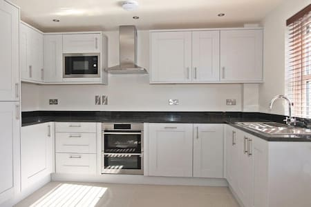 Stunning new 2 bed apartment in village centre - Titchfield - Apartment