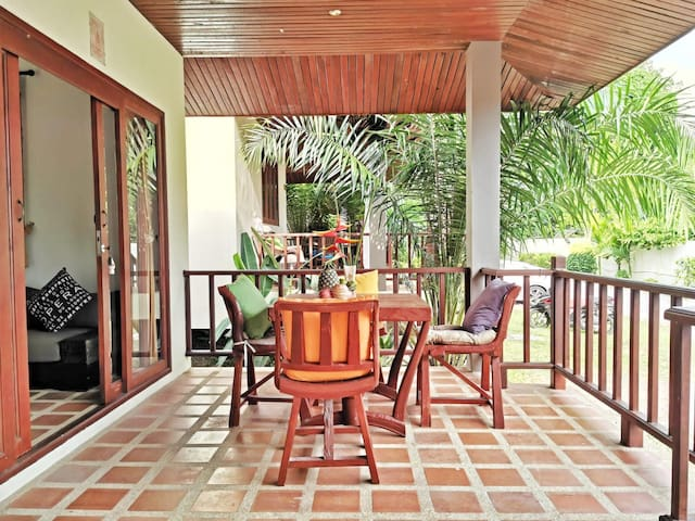 LOVELY KOH SAMUI VILLA - close to the beach, local town and night market