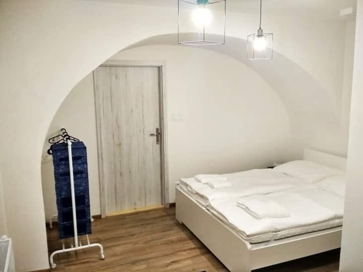 Nový romantický Apartmán Sládkovič 4 centrum mesta