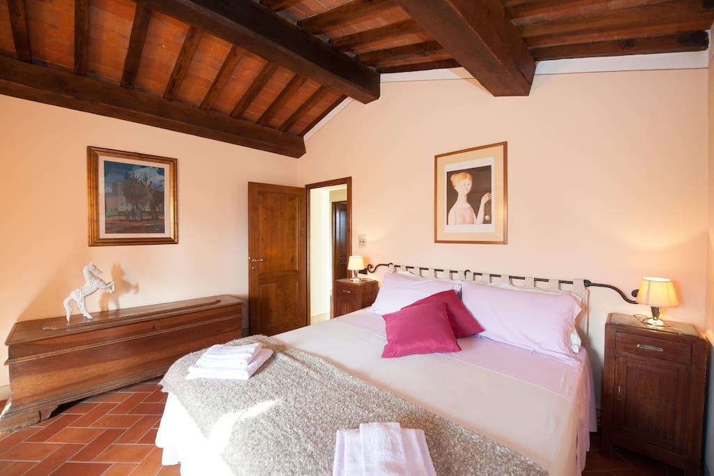 Una delle Camere Matrimoniali/One of the Double-Bedrooms