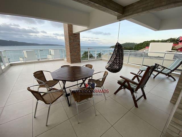 1083 - Apartamento com vista para o mar em Bombinhas