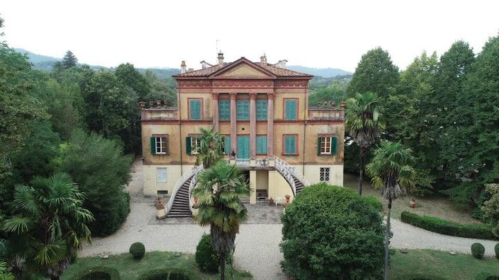 Antique villa with wonderful park!