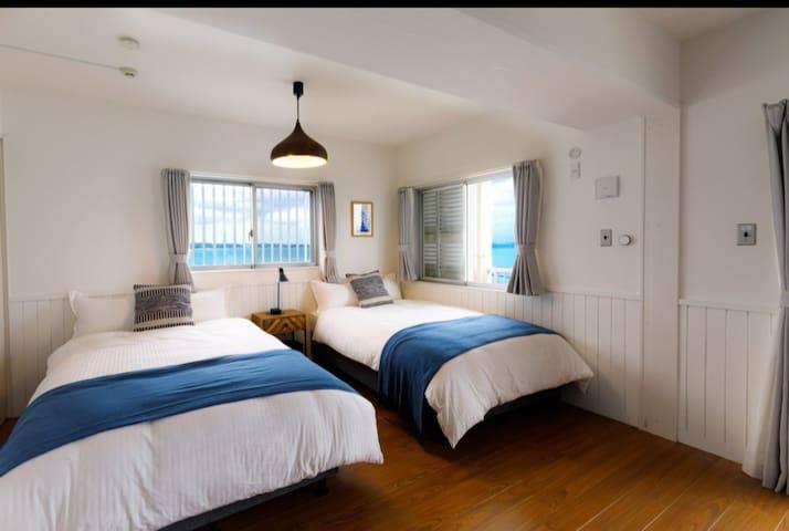 Bed room セミダブルベッド2台 three-quarter bed×2