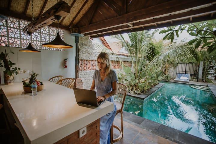 Penida Colada Villa ~ 3 Bungalows, Pool & Kitchen
