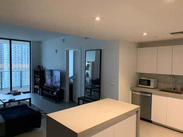 1BD Suite in New Modern Artsy Downtown Miami Condo