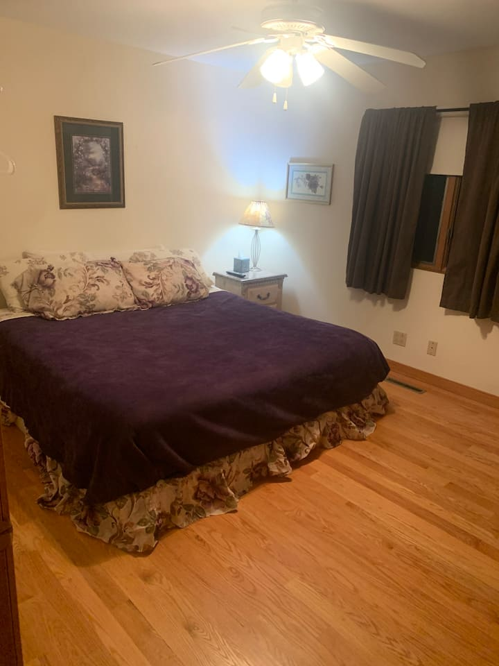 Private Room 1 mile off highway 84