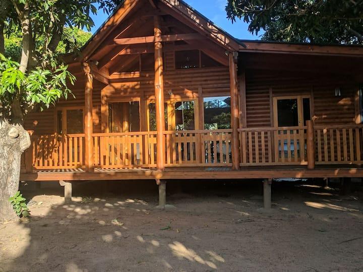 Mango Cottage,Magnetic Island .  Sleeps 6 People