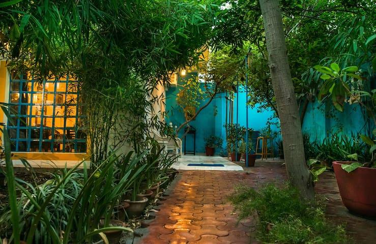 Stay in a villa near Taj mahal