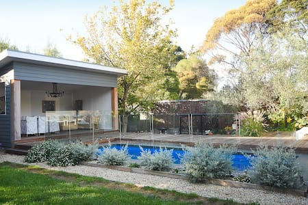 North Shore in Flinders with a  swimming pool - Flinders - House