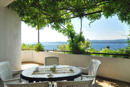 Simple ap. great sea view, close to pebble beach