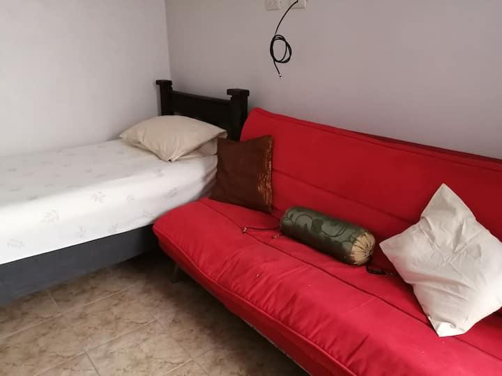 Habitación/loft/ semiamueblada