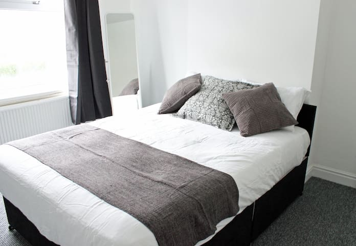 House or 3 Double Rooms - 6-8 pple - Rotherham