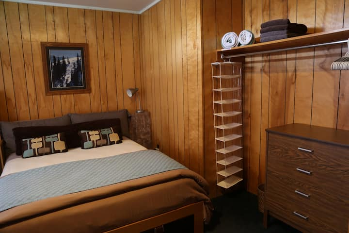 Ski Country Chalet - Room 1