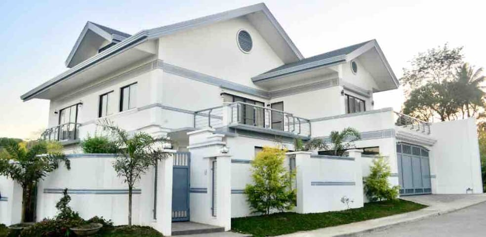★ Tagaytay Vacation House for Big Family/Groups ★