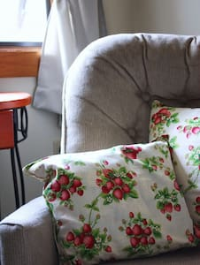 Strawberry Room at The Bluff House - Gouldsboro - Bed & Breakfast