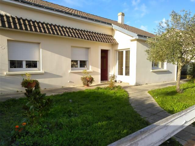 Chambre dans maison au Landreau -près de Nantes