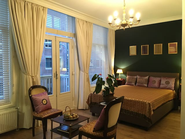 Comfortable stylish room  in city centre