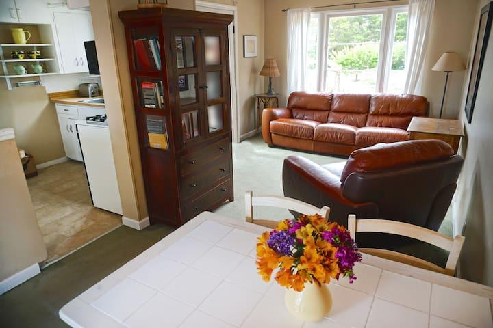 Country Road Cottage - Santa Barbara