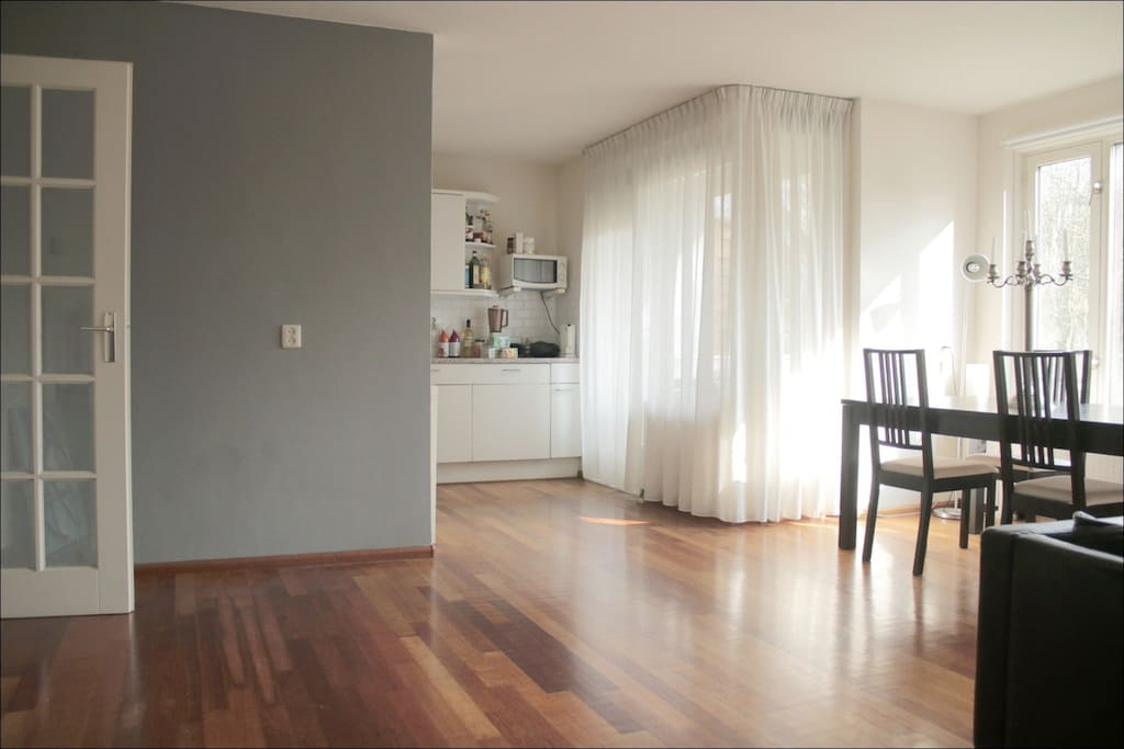 Livingroom has open access to the spacious kitchen: Dishwasher, Oven, Microwave