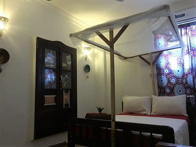 Central Stone Town: Quiet & Clean + Aircon + WiFi
