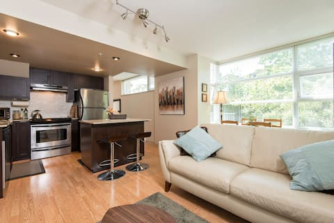 Entire 2 BD 2 Level Townhouse @ SFU - Free Parking