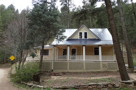 Mountain Retreat in Cascade CO