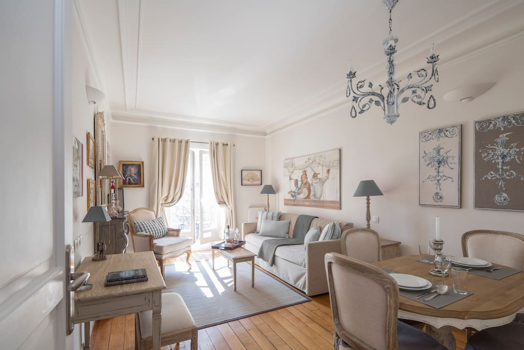 Bienvenue and welcome to the charmingly French Calvados Paris apartment