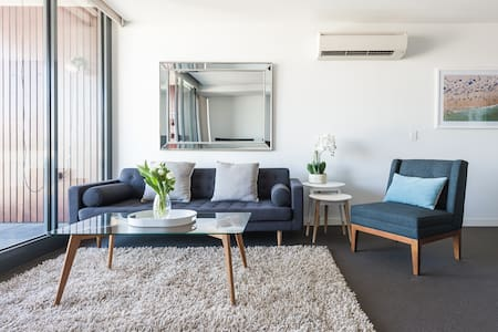Port Melbourne Apartment Perfect for Long Stays.