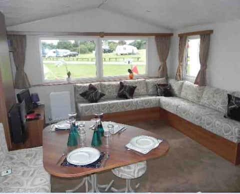 Lovely 3 Bed Caravan with Sea Veiw