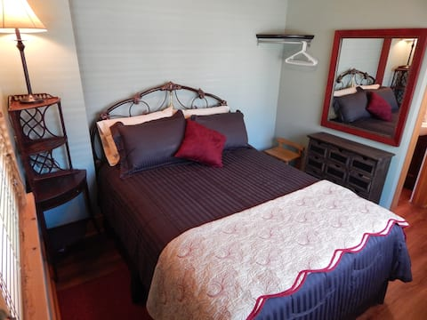 Laurel Ties GuestHouse, Room 3, no extra host fees