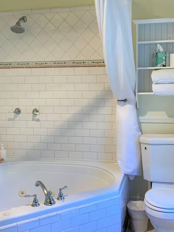 The Jacuzzi tub in Eva's Garden Suite