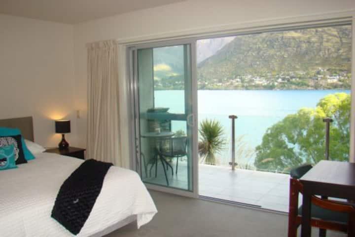 Luxury Lakeside Apartment, option 2 rent Bikes&Car