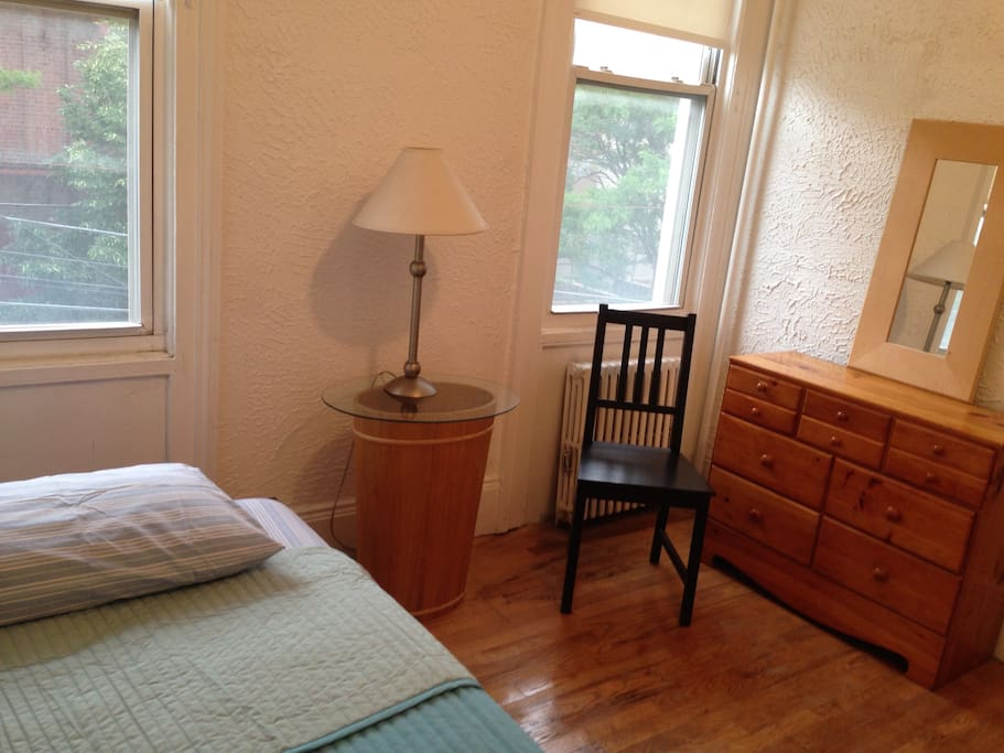 Small simple bedroom for rent