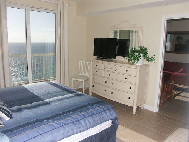 Oceanfront Mstr BR! K&Q Beds! DEALS