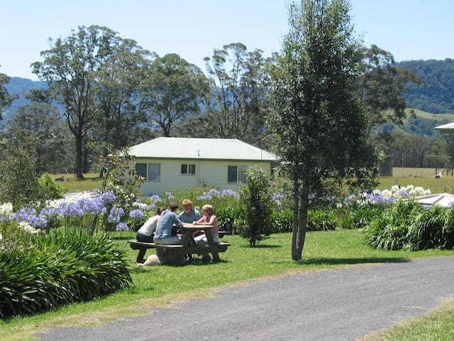 BIG BELL FARM - Holiday Cabins - Kangaroo Valley