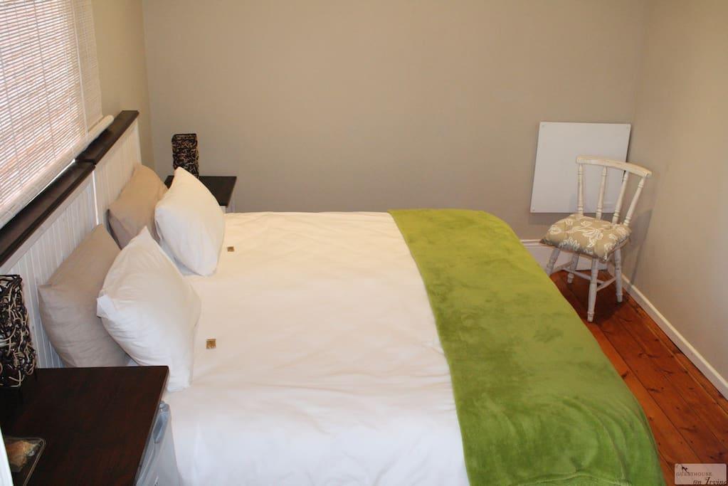Comfortable king size beds with en suite bathroom (shower)