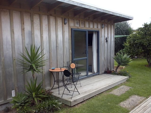 Deluxe Self contained Studio Flat - Whangamata