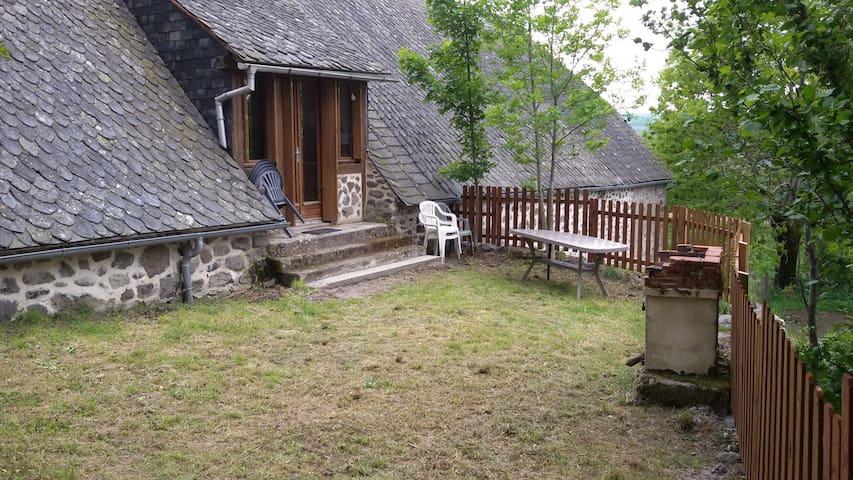 Maison en Lauze ds parc des volcans - Riom-és-Montagnes