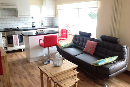 Poldark 2 Bed Top Floor, Flat 3 - Delabole - 公寓