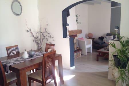 Maison bucolique près d'Angoulême - L'Isle-d'Espagnac - 一軒家