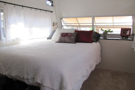 NEW:  Peaceful, Private Room/Studio - Castro Valley - Bed & Breakfast