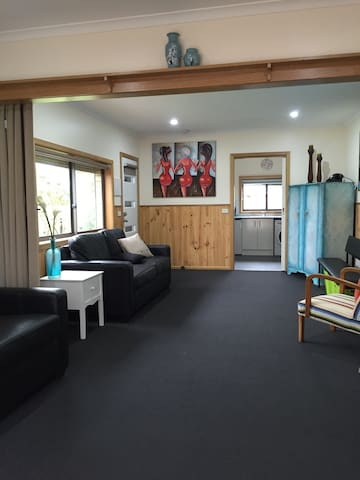 Private Detatched Studio Apartment - Highton - Daire