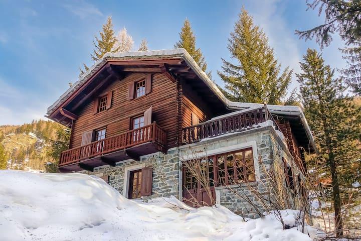 Chalet near ski slopes in Champoluc