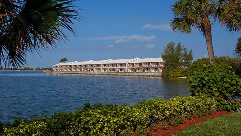 Christmas Week/Palm Beach Water Front Suites FL.