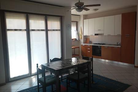 Ampio e luminoso bilocale - Desio - 公寓