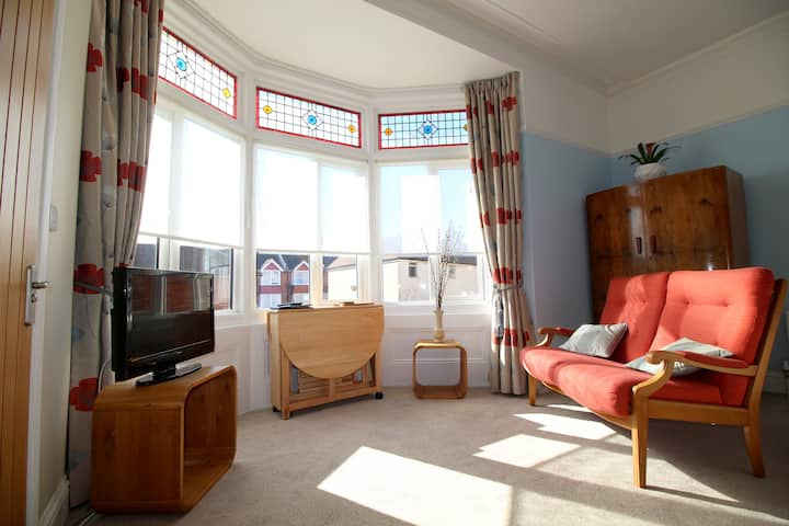 Beachside 1 - Stylish Seafront Studio Apartment