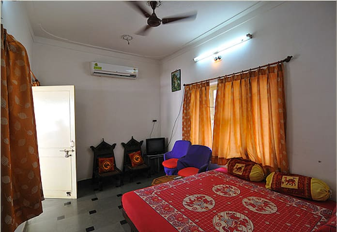 Deluxe AC room in heritage part of old city