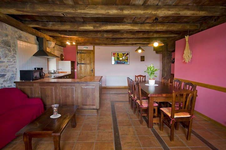 Juansarenea I. Casa Rural acogedora.