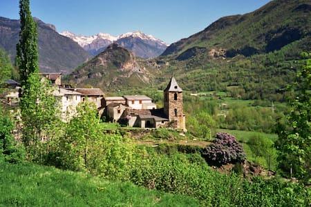 Casa adosada en Valle de Benasque - Villanova - Villanova