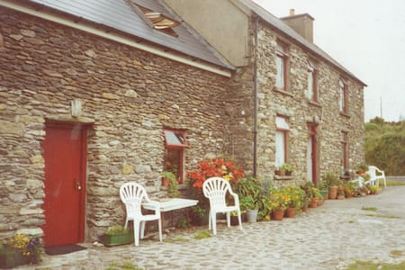 Stone cottage B&B (Loistin Beag) - Dunquin - Bed & Breakfast